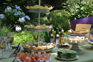 Rosenfrühstück, Brunch im Garten